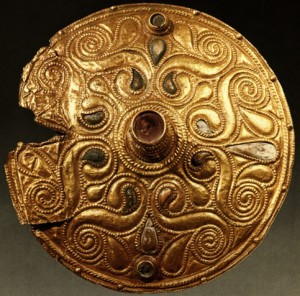 Celtic_Gold-plated_Disc_Auvers-sur-Oise_Val-dOise-300x296